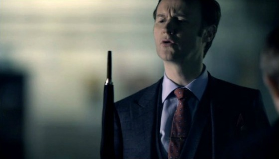 S1E1_mycroft-umbrella-blowing-out-candles-600x337