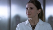 louise-brealey-sherlock-molly-16